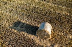 亚伯大打包域干草横向大草原农村夏令时 免版税图库摄影