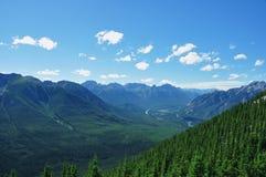 亚伯大banff加拿大山ontop硫磺 免版税库存照片