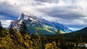 亚伯大banff加拿大挂接国家公园rundle 免版税图库摄影