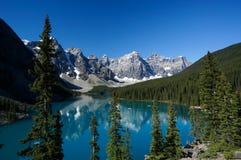 亚伯大banff加拿大湖冰碛国家公园 免版税图库摄影