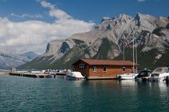 亚伯大banff加拿大湖minnewanka 免版税库存图片