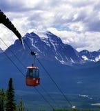亚伯大banff加拿大长平底船岩石山的乘&#395 库存图片