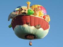 亚伯科基气球Fest特殊塑造Noahs平底船 免版税库存图片