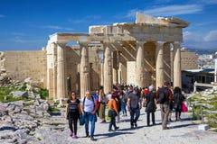 亚典人上城的,希腊访客 库存照片