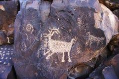 亚利桑那印第安山刻在岩石上的文字 免版税库存图片