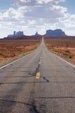 亚利桑那向谷的纪念碑路 免版税图库摄影