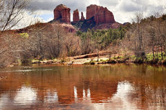 亚利桑那峡谷大教堂小河橡木岩石sedona 库存照片