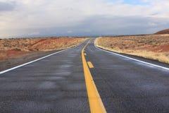 亚利桑那沙漠高速公路 免版税图库摄影