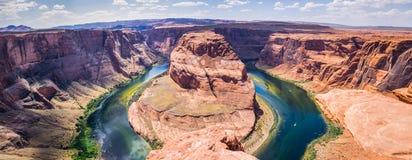 亚利桑那的美丽如画的岩石 科罗拉多河和葛伦峡谷 美好的全景 库存照片