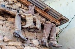 从亚利桑那的老多灰尘的牛仔靴 库存图片