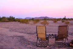 亚利桑那福利码头野营的风景,桃红色紫金山范围 免版税库存图片