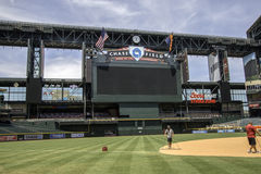 亚利桑那菱纹背响尾蛇追逐领域棒球场 免版税图库摄影