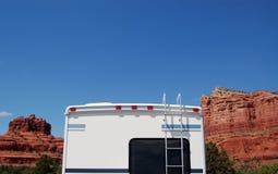 亚利桑那野营车沙漠有篷货车 免版税库存图片