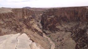 亚利桑那,一点科罗拉多峡谷,小的科罗拉多峡谷的底部的A视图有干燥河床的 股票录像