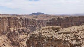亚利桑那,一点科罗拉多峡谷, A放大在距离的一座孤立山从峡谷 股票录像