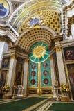 亚历山大・涅夫斯基拉夫拉的三位一体大教堂,内部与皇家门 圣彼德堡 库存图片