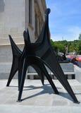 亚历山大・考尔德雕塑L ` Homme的复制品 免版税库存照片