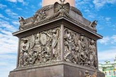 亚历山大专栏的垫座在宫殿正方形的在圣彼德堡 免版税库存图片