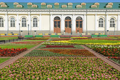 亚历山大公园和莫斯科Manege。俄罗斯 免版税库存照片