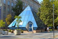 亚历山大大道咖啡馆和月长石每晴天在克拉斯诺达尔 库存图片
