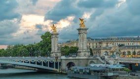 亚历山大桥梁跨过河塞纳河timelapse的III 巴黎 法国 影视素材