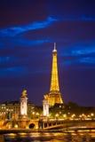 亚历山大第三座桥梁是普遍的旅游站点在巴黎。 库存照片
