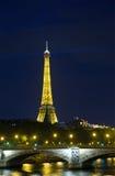 亚历山大第三座桥梁是普遍的旅游站点在巴黎。 库存图片