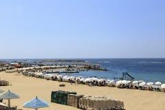 亚历山大,埃及- 2015年7月15日:海滩的人们 库存照片