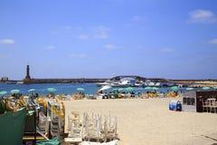 亚历山大,埃及- 2015年7月15日:海滩的未认出的人 免版税库存照片