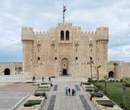 亚历山大,埃及- 2015年12月3日:Qaitbay城堡,亚历山大,埃及 位于Mediterr的15世纪防御堡垒 免版税图库摄影