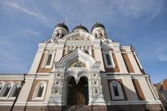 亚历山大・涅夫斯基大教堂低角度视图反对多云天空,塔林,爱沙尼亚,欧洲的 免版税库存照片