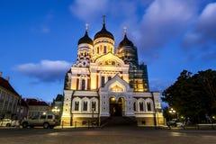 亚历山大・涅夫斯基大教堂看法在晚上lig的塔林 库存照片