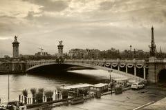 亚历山大lll桥梁在巴黎 免版税图库摄影