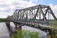 亚历山德拉桥梁和Gatineau地平线,渥太华 免版税库存照片