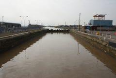 亚历山德拉船坞,老鱼靠码头,金斯敦在船身,钓鱼贸易 免版税库存照片
