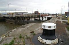 亚历山德拉船坞,老鱼靠码头,金斯敦在船身,钓鱼贸易 库存图片