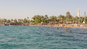 亚喀巴,约旦01日2016年:海滩亚喀巴 免版税库存图片