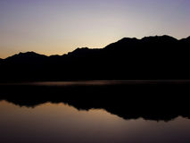 亚尔他早期的湖早晨 图库摄影