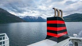 亚尔他,挪威- 2016年5月29日:从挪威的载汽车轮船的看法 图库摄影