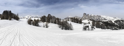 亚尔他Badia,在白云岩的滑雪倾斜 库存照片