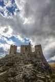 亚平宁山脉calascio堡垒 库存照片