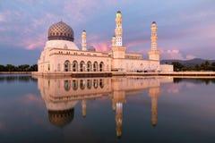 亚庇有反射的市清真寺 免版税库存图片