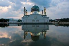 亚庇沙巴的,东马来西亚市清真寺的反射 免版税图库摄影