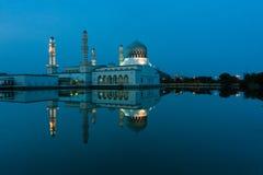 亚庇沙巴的,东马来西亚市清真寺的反射 图库摄影