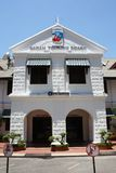 亚庇,沙巴马来西亚- 2018年5月1日:沙巴旅游业委员会办公楼,亚庇沙巴 库存照片