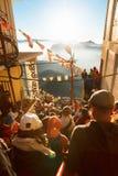 亚当峰,斯里兰卡- 2017年2月06日, :游人等待集会的人们拍日出的照片在山亚当峰亚当` s峰顶 库存图片