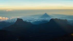 亚当的峰顶,斯里兰卡的阴影 免版税库存图片