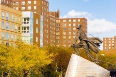 亚当・卡里顿鲍威尔小雕象在纽约 免版税库存图片