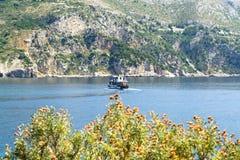 亚得里亚海、海岛和船 库存图片