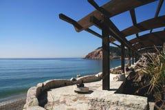 亚得里亚海的咖啡馆海运冬天 免版税库存图片
